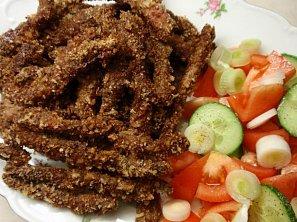 Česnekovo-ořechové masové hranolky