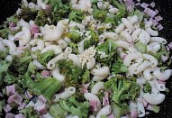Omeleta s brokolicí / květákem a těstovinami