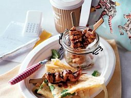 Kuřecí BBQ kebaby s koriandrovými palačinkami