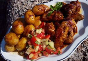 Pečená křídla na bramborách