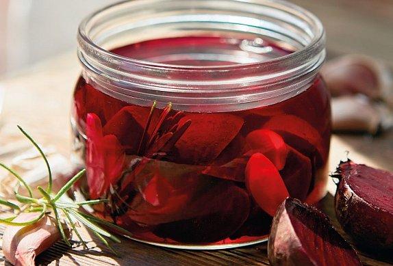 Červená řepa s česnekem a rozmarýnem