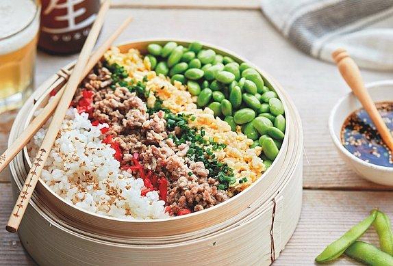 Rýže s mletým hovězím z bambusového sítka