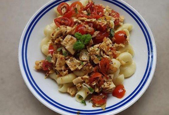 Kuřecí maso na rajčatech s bylinkami