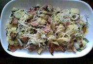 Bramborový salát se slaninou a sýrem