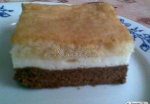 Tříbarevný tvarohový koláč