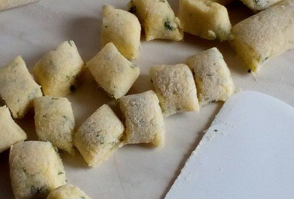 Bramborové noky s listovým celerem