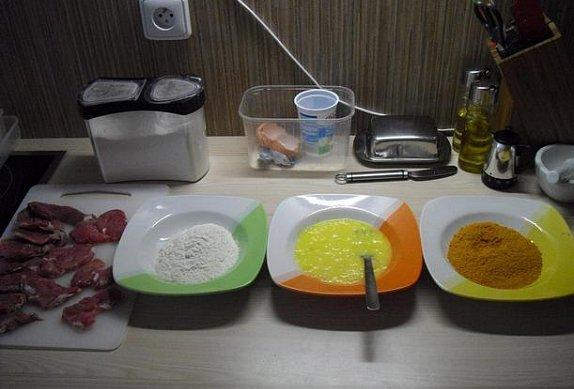 """""""Dietní"""" řízečky se šťouchanými brambory a okurkovým salátem"""
