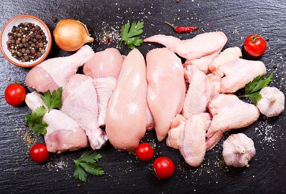Bylinkové kuře na mrkvi a žampionech