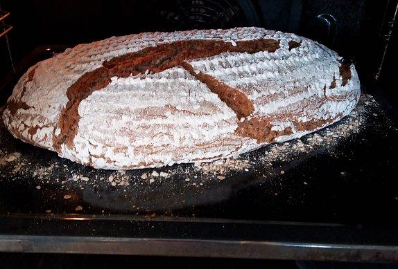 100% žitný kváskový chleba z ošatky samostoják