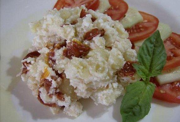 Šťouchané brambory s ricottou a sušenými rajčaty