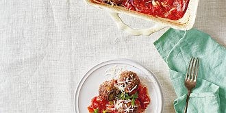 Masové koule zapečené v rajčatech