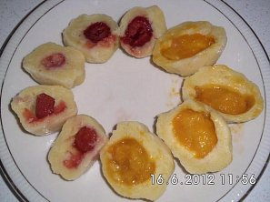 Ovocné knedlíky z tvarohového těsta