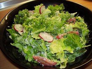 Salát se sýrovo-bylinkovou zálivkou