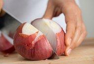 Pikantní cuketové lečo s uzeným kuřetem