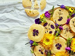 Máslové sušenky s jedlými květy