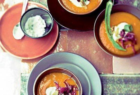 Papriková polévka s chilli krémem