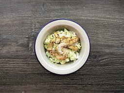 Cottage salát s kuřecím masem
