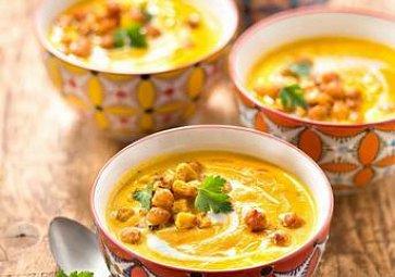 3 polévky plné zeleniny: mrkvový krém, ukrajinský boršč, pórková se slaninou