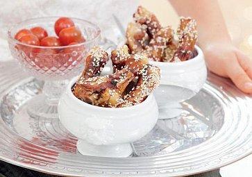 Recept na víkend: Kuřecí paličky v medu se sezamem