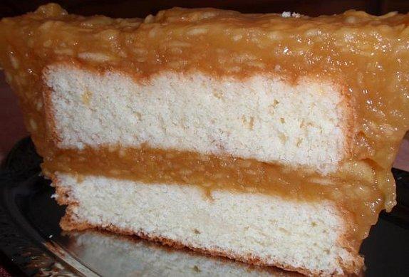 Piškotový řez s medovými jablky