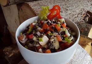 Salát (nejen) z černé čočky