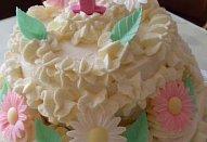 Bílý smetanovo-tvarohový dort