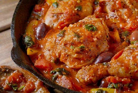 Kuřecí paličky s rajčaty a paprikou