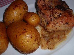 Pečené vepřové ocásky (nejen) s bramborami