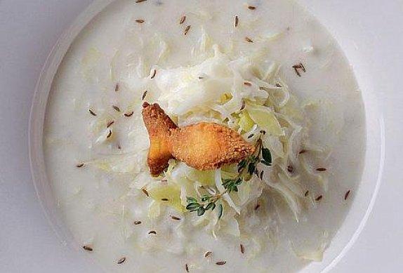 Polévka zelňačka s bramborovými rybkami